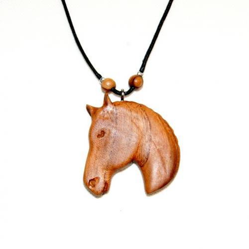 11- Collier tête de cheval en Cerisier