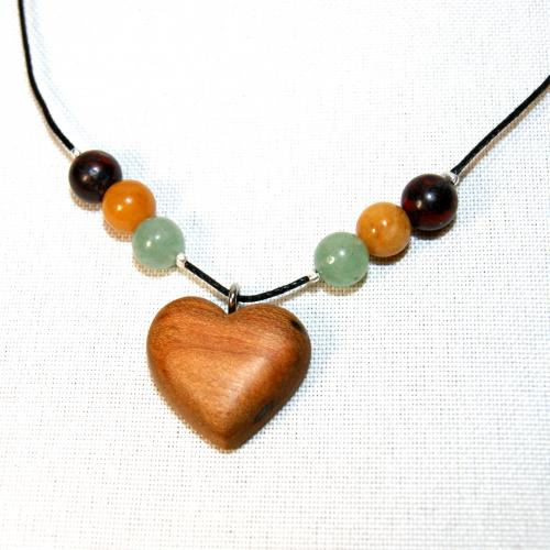 9- Collier cœur en Cerisier et perles en Jaspe rouge, Jade jaune et Aventurine