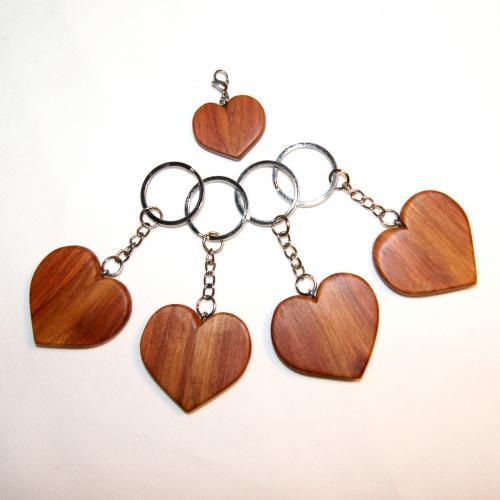 17- Porte-clés cœur en Cerisier