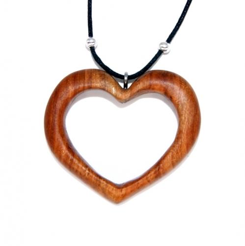 29- Collier Cœur en bois de Cerisier