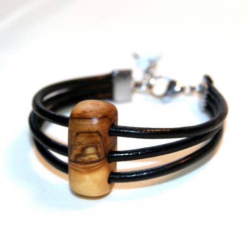21- Bracelet 3 cordons cuir et bois d'Olivier